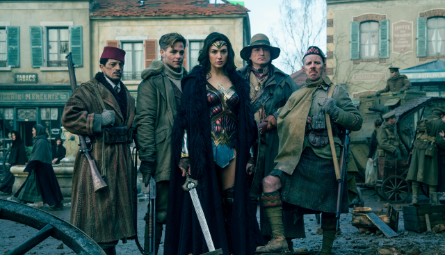 wonder-woman-group-photo-squad-goals