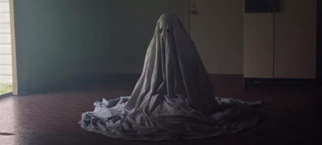 a-ghost-story-casey-affleck-bedsheet