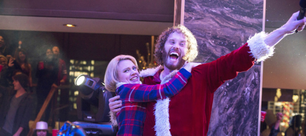 office-christmas-party-tj-miller-kate-mckinnon