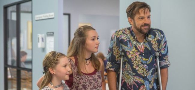 mothers-day-jason-sudeikis-review