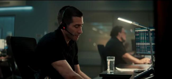 the-guilty-2021-movie-jake-gyllenhaal
